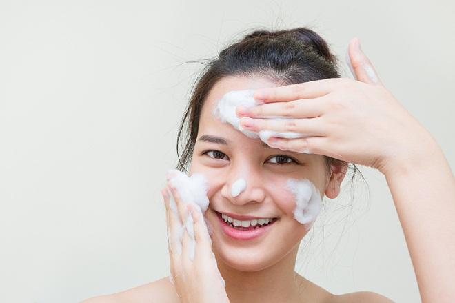Cek Yuk Perbedaan Facial Foam Dan Facial Wash